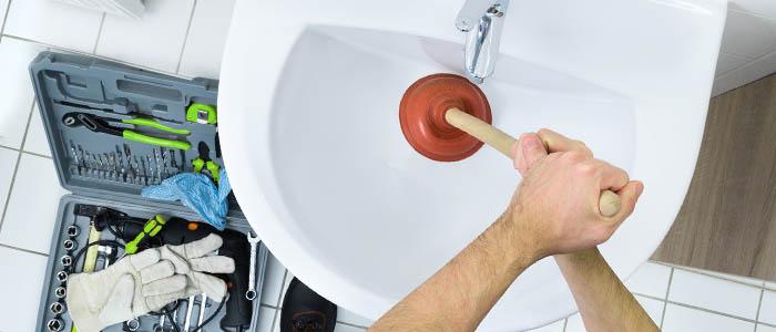 Las 5 causas más comunes por las que hay que desatascar una tubería